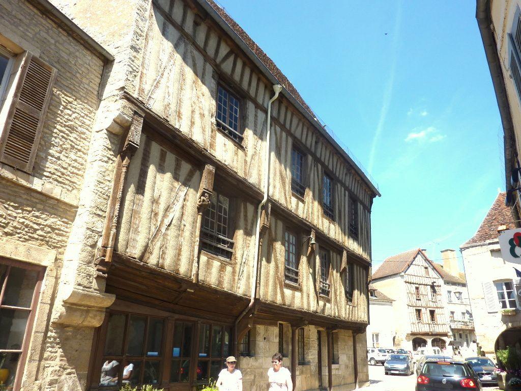 NOYERS-sur-Serein en BOURGOGNE