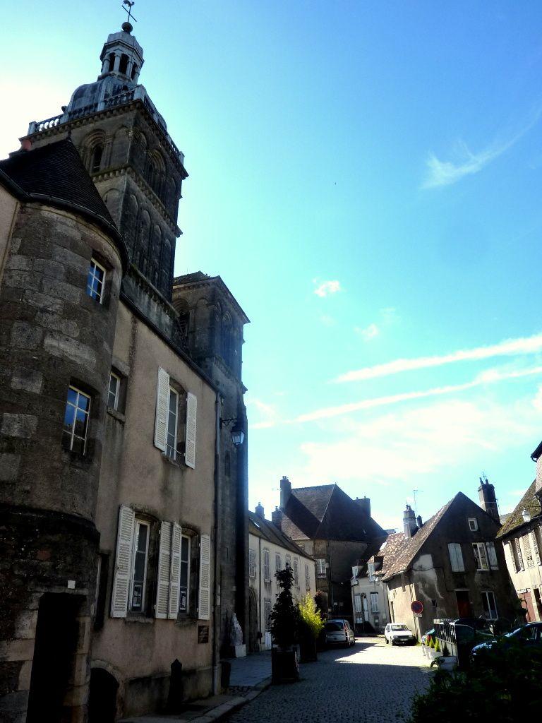 Saint-Andoche- Le Café parisien. Pompon et son taureau, Pompon et son Ours-Le Musée Pompon-Cartes de Saulieu et du Morvan