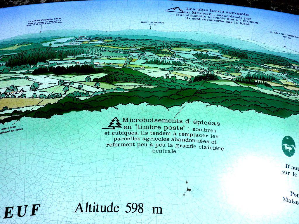 La montée vers la Table d'Orientation avec l'Hôtel du Morvan et le Septennat François Mitterrand et enfin la vue sur le Mont Beuvray