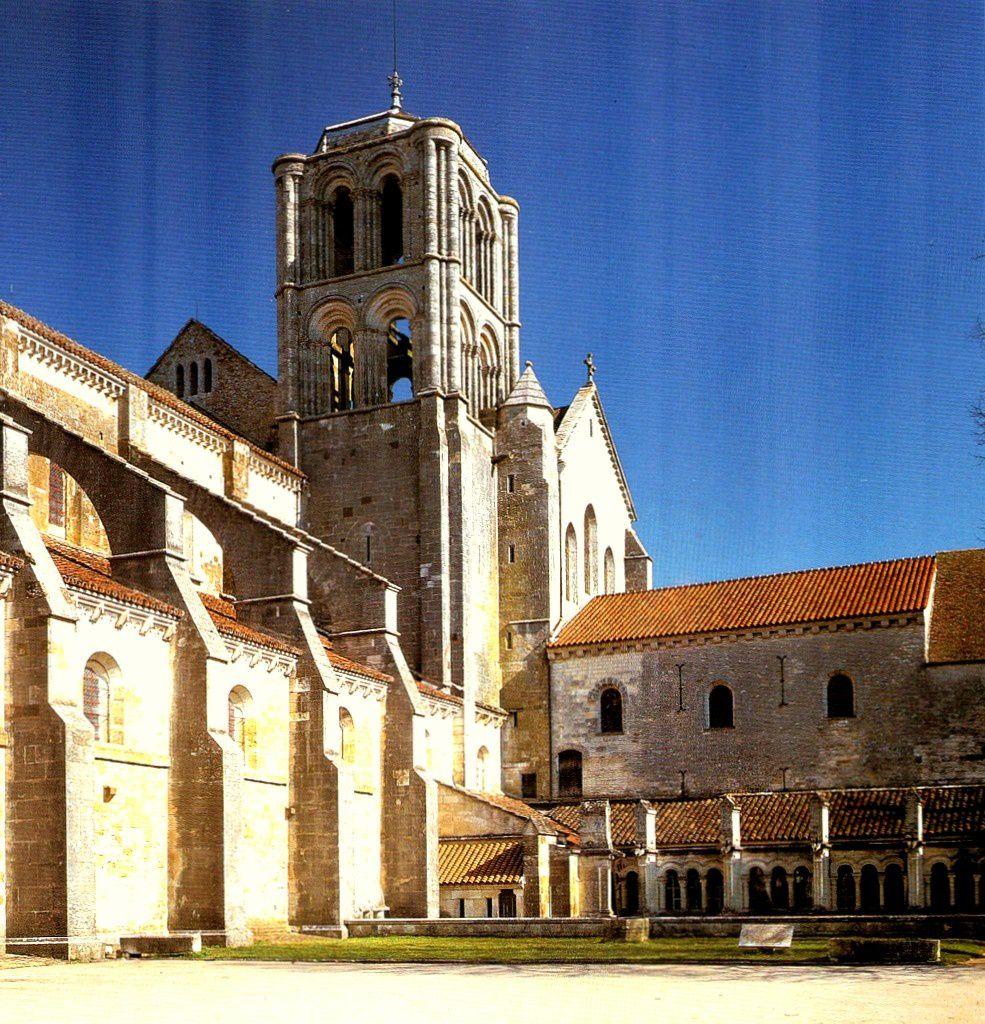 Sarcophege de St Bénigne à Dijon-Abbaye de Fontenay-Abbaye de Vezelay-Autun Porte d'Arroux et Porte St André-Pyramidee funéraire