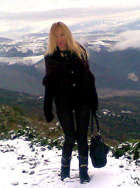 En Albanie, à Hekal une institutrice, écrivain : Fatbardha Sulaj