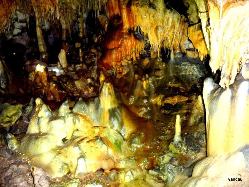 Les Grottes de Thouzon en Vaucluse