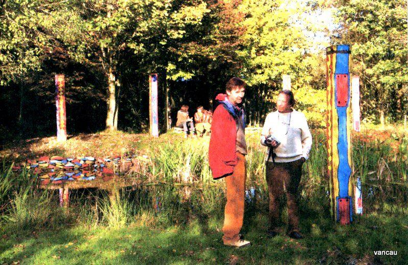 Les Lehembre et les Givron. Démontage de l'expo rouge