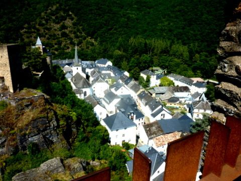 Grand Duché-Esch-sur-Sûre, son château et son barrage
