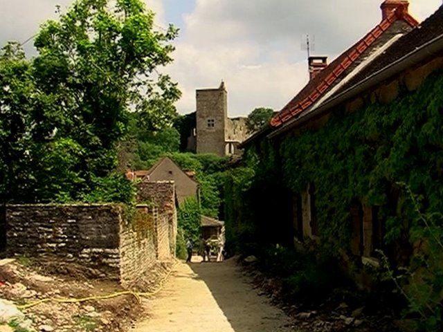 BRANCION, son Château fort  et son église  romane