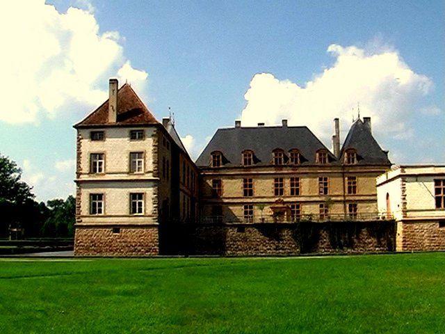 Le village de CORMATIN et ensuite son château et son parc, sans oublier son Belvédère