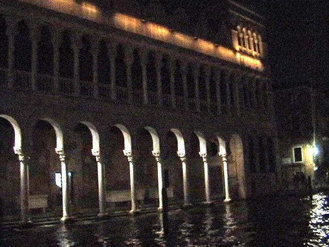 Il GRAN CANALE de nuit. Débarquement au Ponte de'll Academia