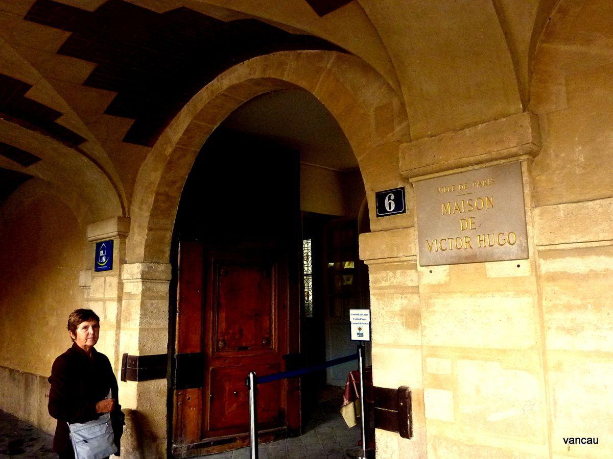 Beaubourg-St Merry, Hôtel de Sélys-L'Angora-Place des Vosges