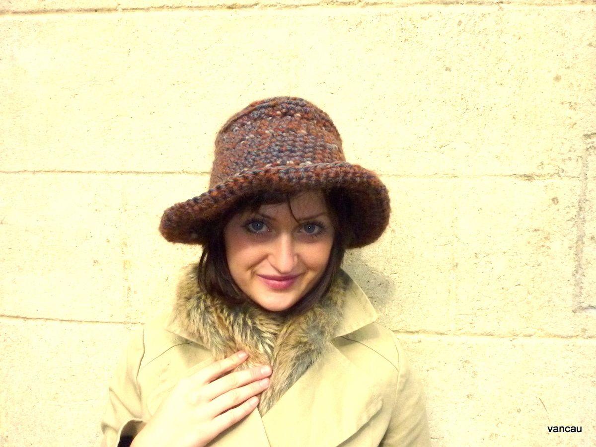 Cha posant dans les chapeaux et bonnets créés par ma fille ce 1er novembre 2011. Photos Vancau