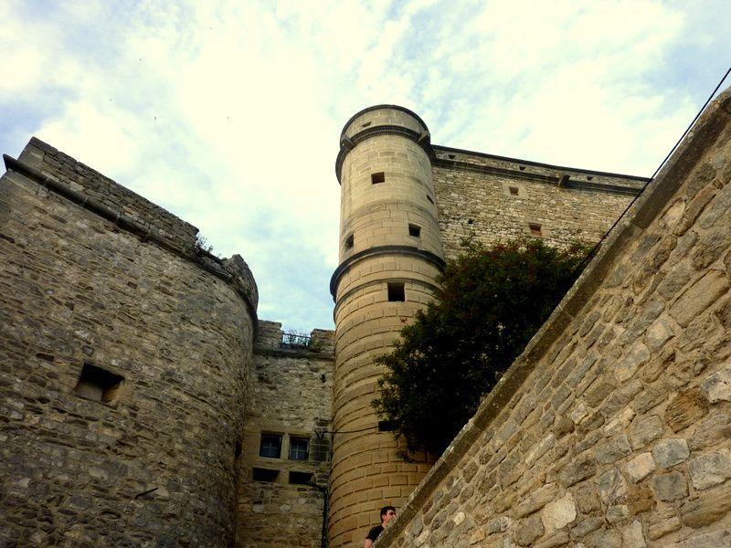 LE BARROUX - Escalade du Château - Dentelles de Montmirail