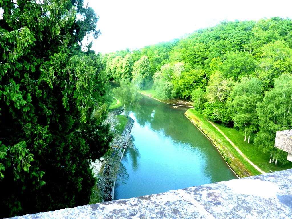Hôtel du Lac de Pont-La lac de l'Armençon, le Barrage, à Pont et Massène