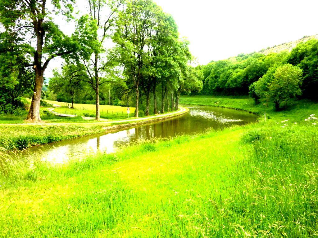 BEAUNE et le Canal de Bourgogne au PONT d'OUCHE