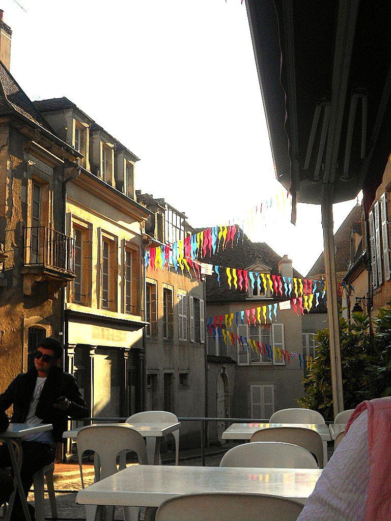 """NOYERS-sur-SEREIN-Restaurant de la Vieille Tour-Hôtel du Lac- Resto """"Les Remparts"""" à Semur"""