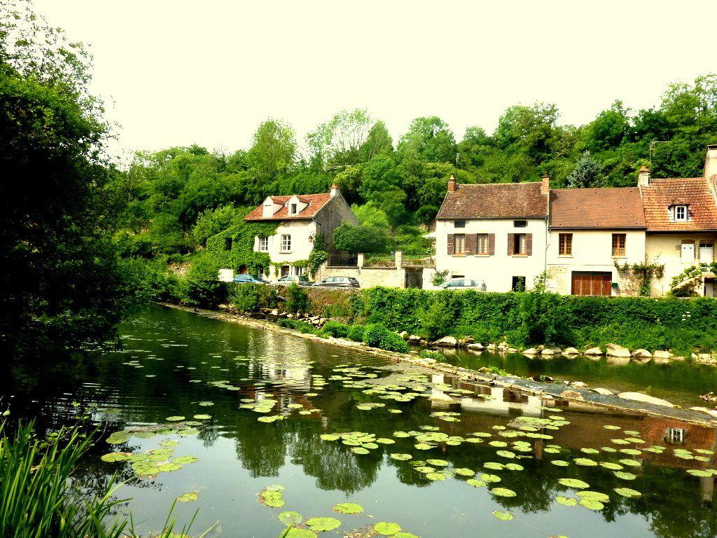 Les Minimes à Semur-en-Auxoix-La Porte Sauvigny- L'Armançon sous les Remparts