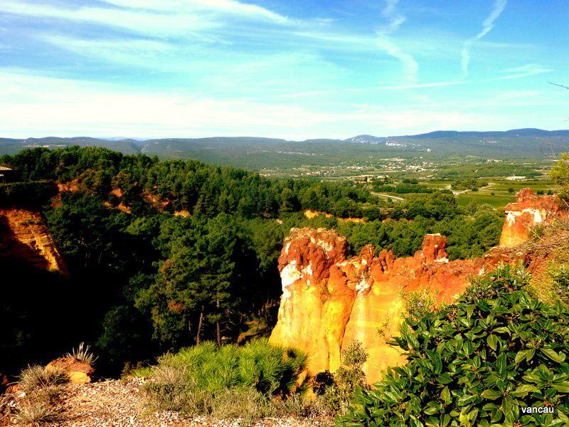 ROUSSILLON. Le Sentier des Ocres