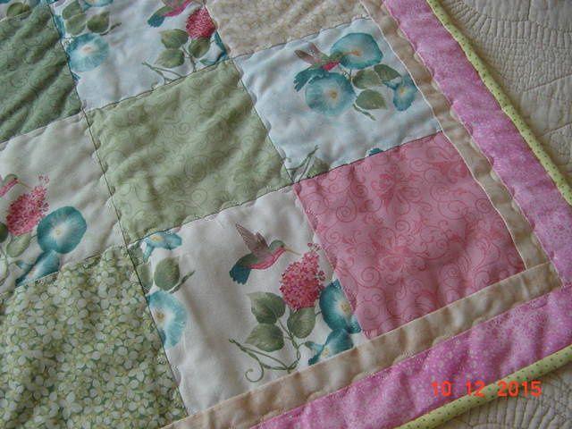 encore un couvre lit de bébé, vivement qu'ils s'arrêtent!
