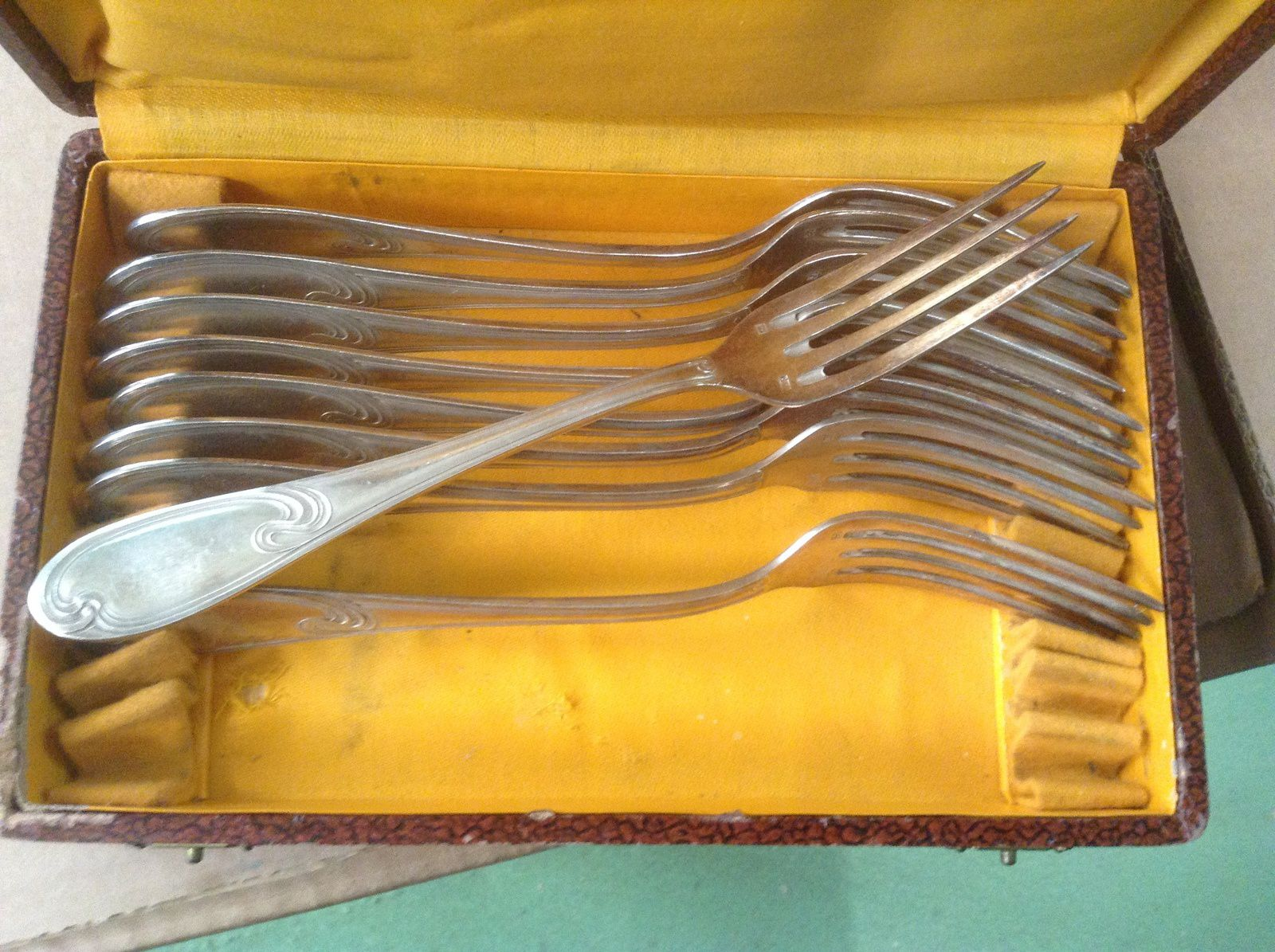 LOT DE 8 FOURCHETTE NETAL ARGENTE A 2€ PIECE  MODEL ART DECO