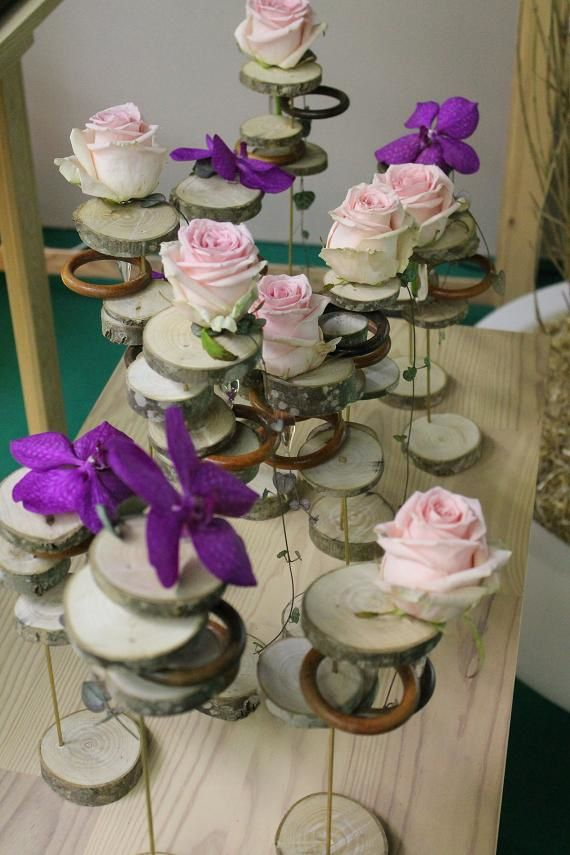 Des rondelles de bois pour fleurir les tables