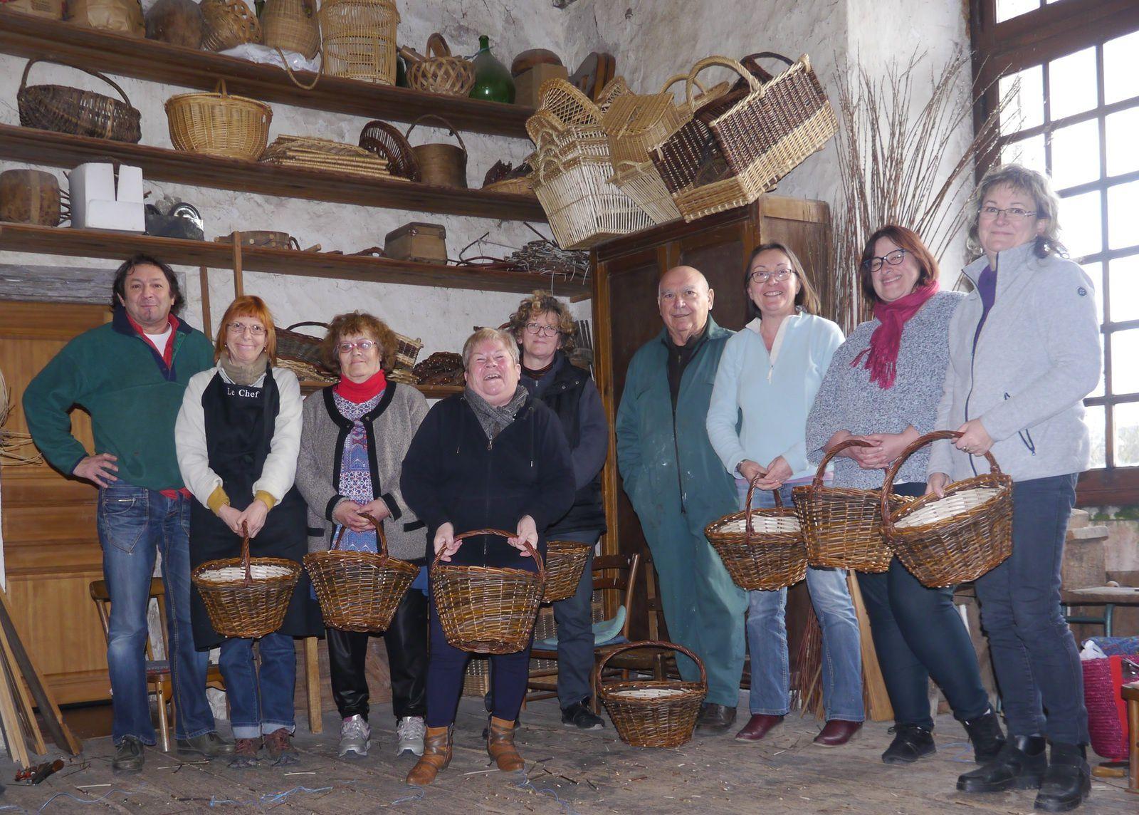 Anthé : Un groupe de Météo France chez le vannier