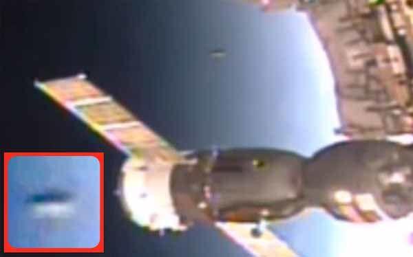 Un ovni s'approche très près de la station spatiale internationale, août 2015