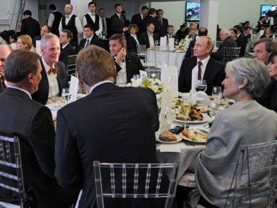 Michael T. Flynn et l'islam - L'année dernière, le général Flynn était invité à l'anniversaire de la chaîne de télévision internationale, « Russia Today ». Sa participation a été violemment critiquée par la Maison-Blanche pour qui cette chaîne est un « organe de propagande de Vladimir Poutine » (sic).