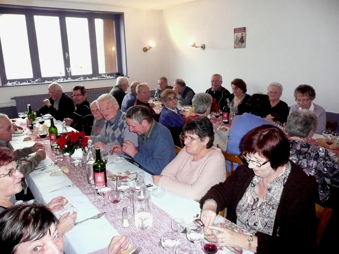 Le club de l'amitié avait fêté Noël autour d'un bonne table