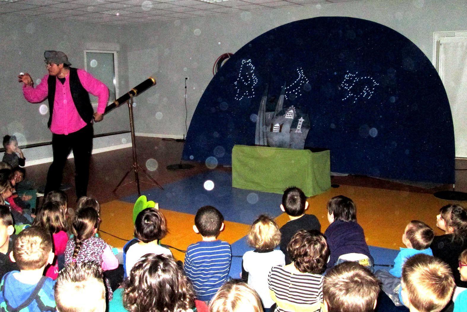 Un spectacle de poésie pour les enfants de la maternelle