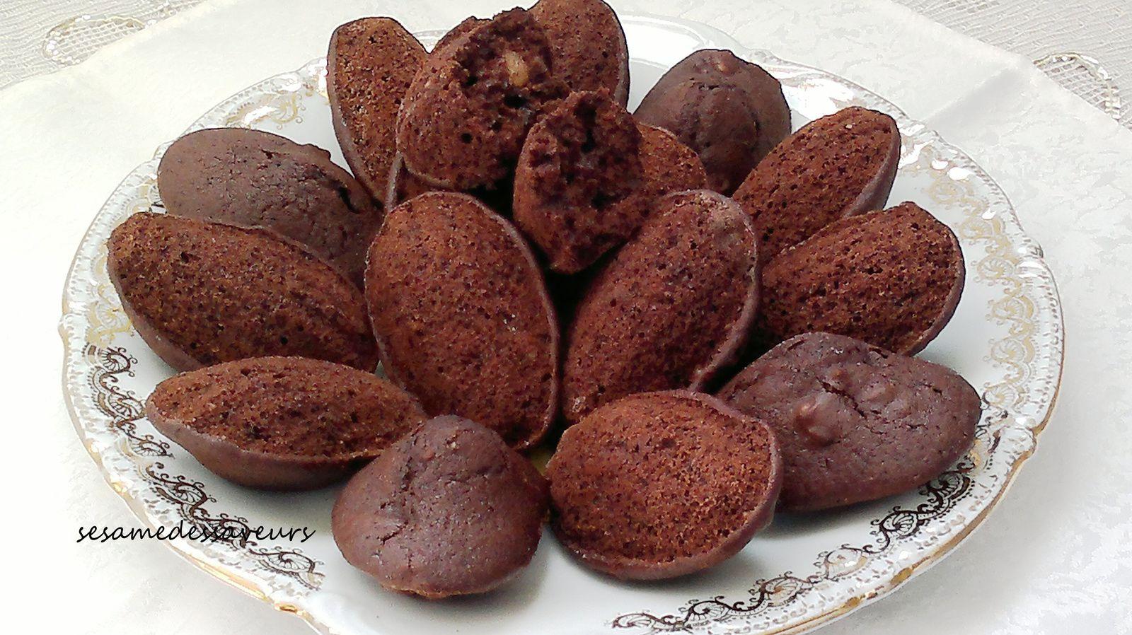 Madeleines aux noix et chocolat
