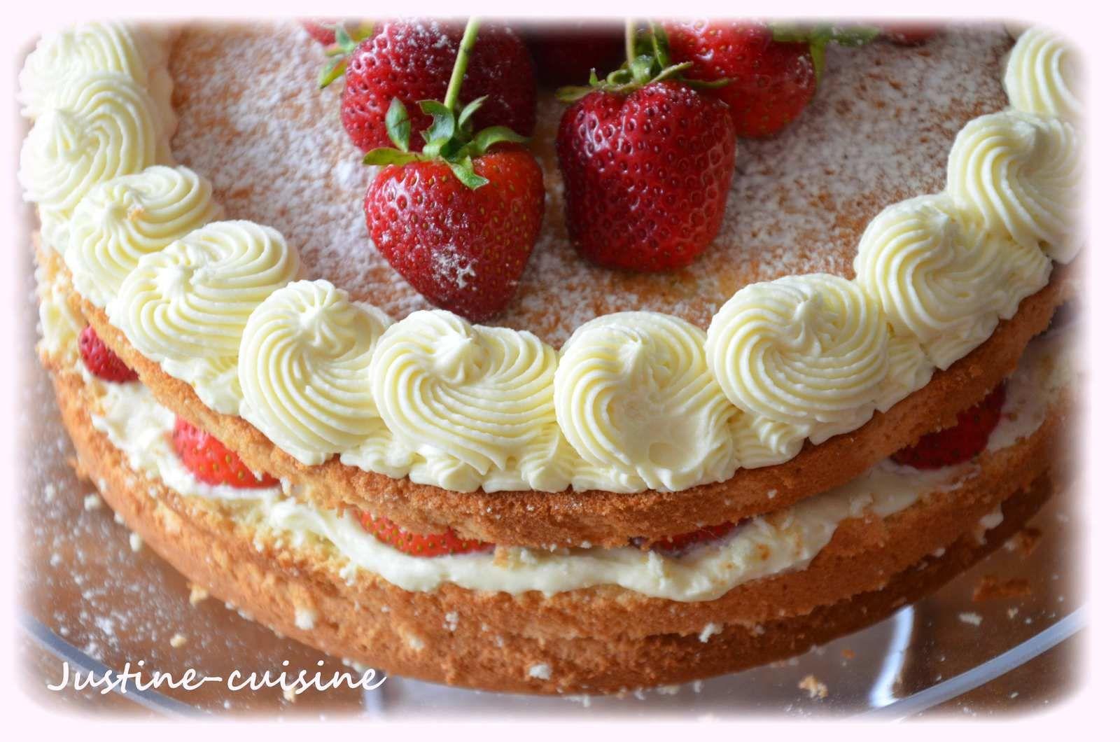 Layer cake aux fraises et ganache montée au chocolat ivoire Valrhona
