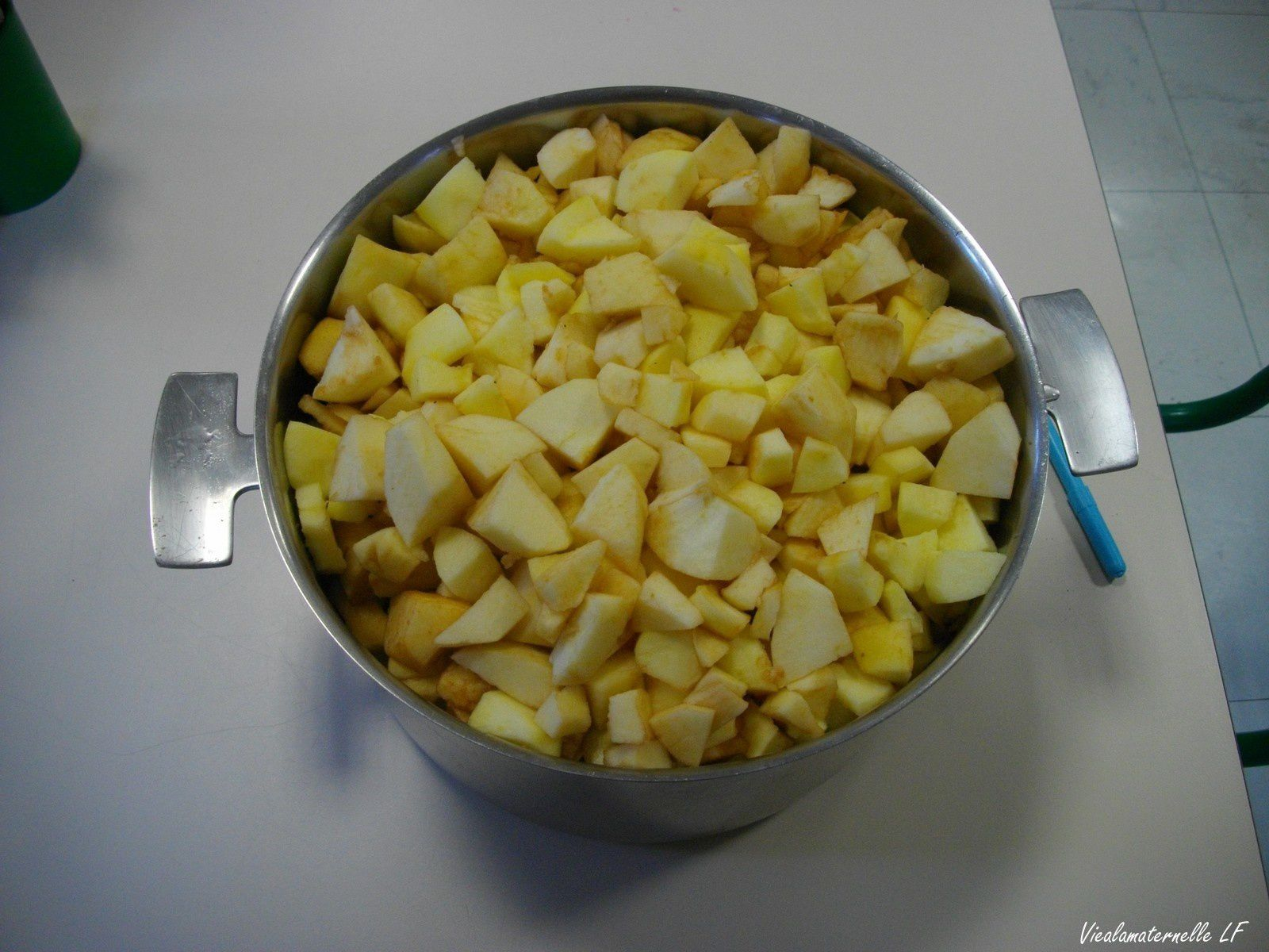 Préparation de la compote de pommes