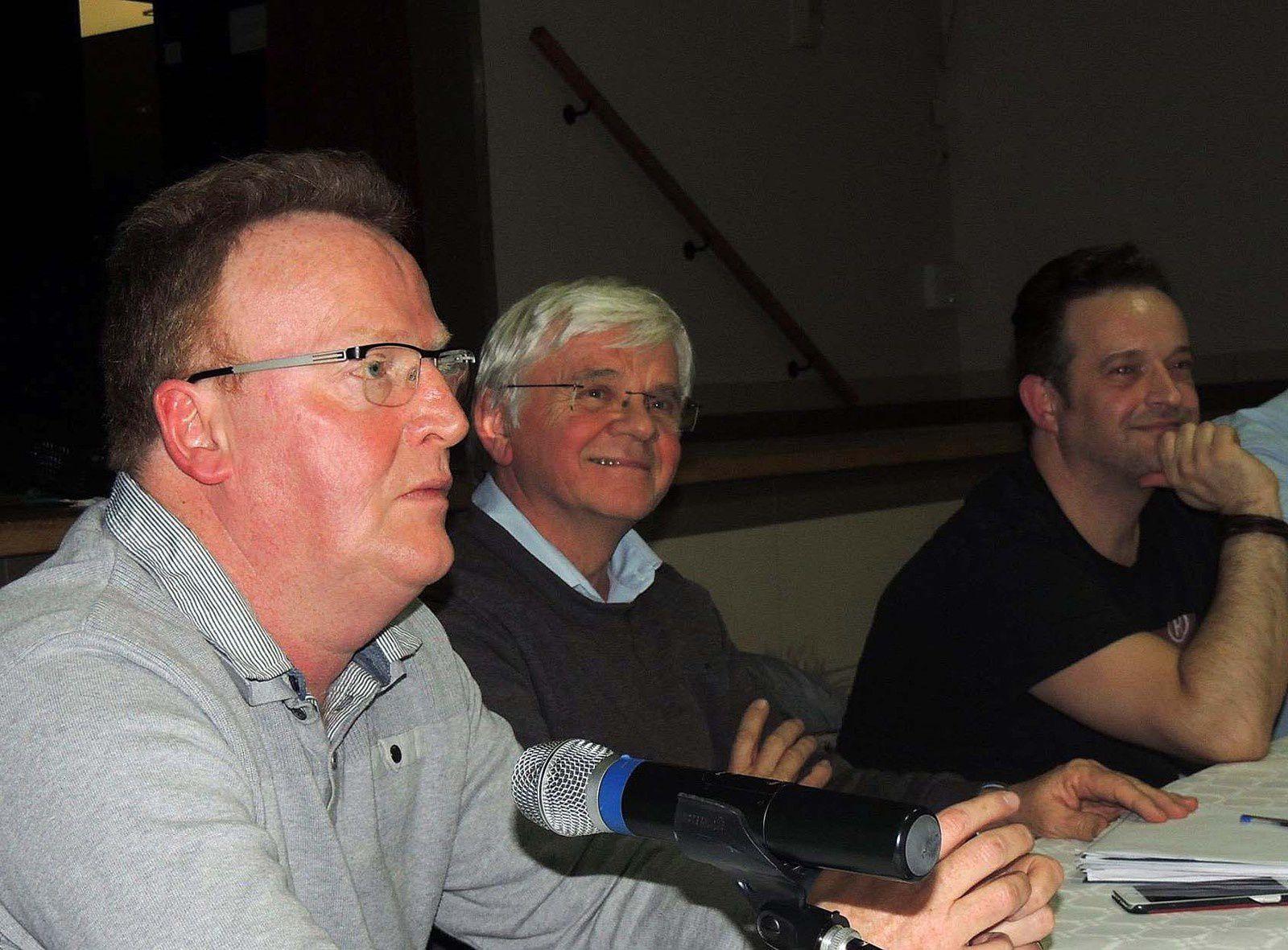 De gauche à droite : Hervé Poly fédération communiste du Pas-de-Calais, Jean Haja, maire communiste de Rouvroy et le délégué syndical CGT, Mickaël Wamen