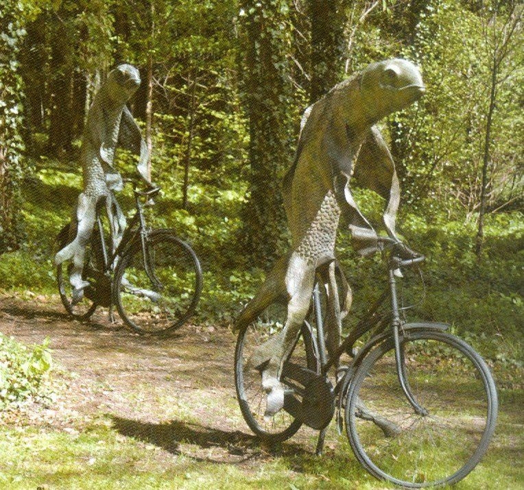 Cyclistes amphibiens de Steven Gregory à la Cass Sculpture Foundation