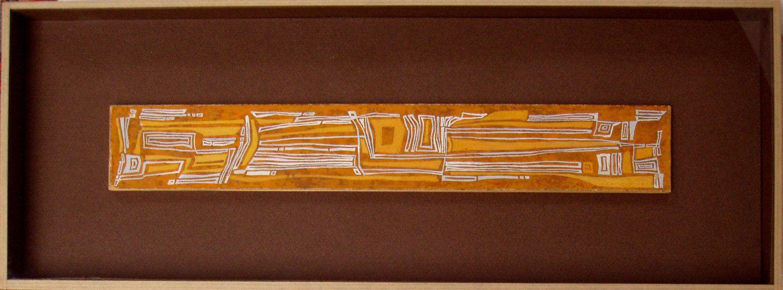 Peinture acrylique dans un boîtage ouvert