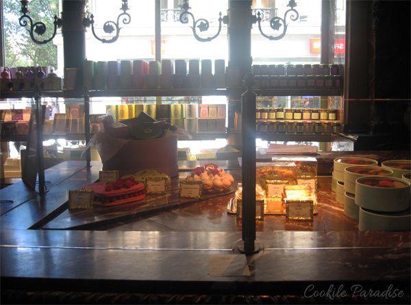 Invitation au salon de thé Ladurée sur les Champs Elysées