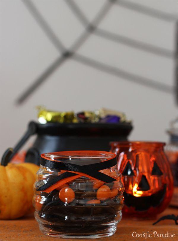 Apéro dînatoire pour une soirée d'Halloween en orange, noir &amp&#x3B; blanc