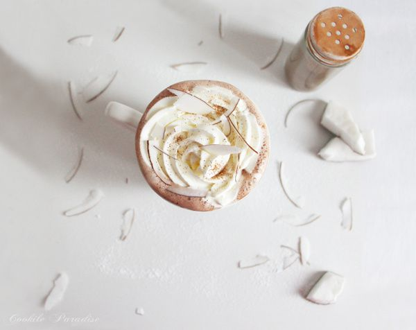 Chocolat chaud chantilly à la coco-cannelle
