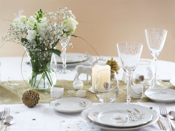 Table de f te en blanc et or pour un r veillon cookile - Deco table reveillon ...