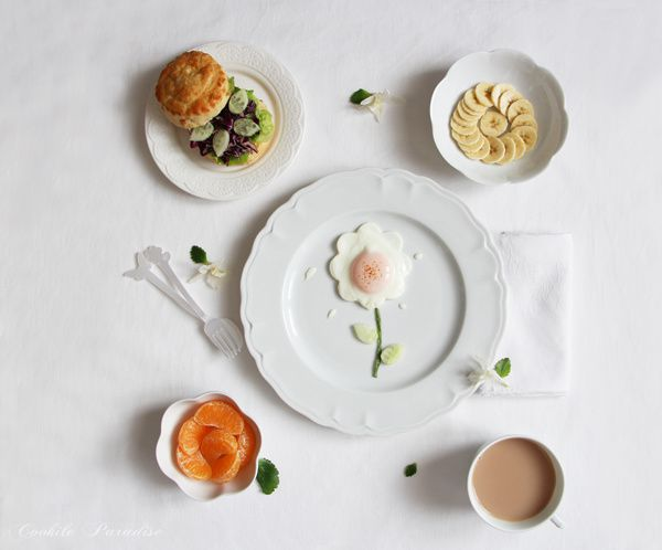 Egg flower, cheese scones &amp&#x3B; fruits for a tea brunch ♥ œuf au plat bio en fleur, veggie scones au fromage &amp&#x3B; fruit de la saison pour un tea brunch