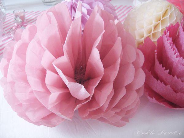 Pompons en fleur DIY ♥ Table festive 'Retour en enfance à la douceur d'antan'