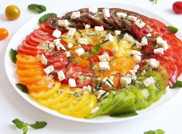 Salade de tomates à la feta-menthe &amp&#x3B; vinaigrette à l'huile d'olive-passion
