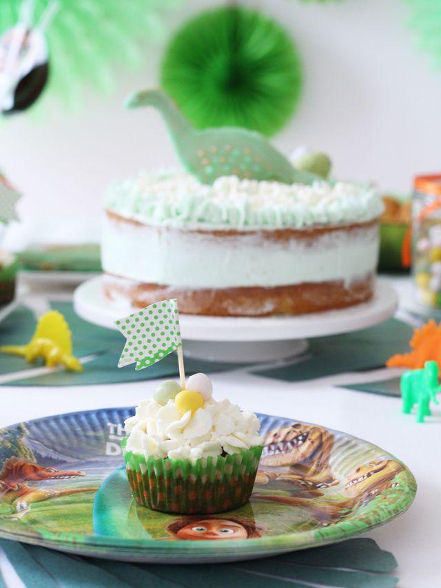 Cupcake à la banane-coco, biscuits sablés, petites madeleines salées &amp&#x3B; autres douceurs à la table d'anniversaire 'le voyage d'Arlo - the good dinosaur'