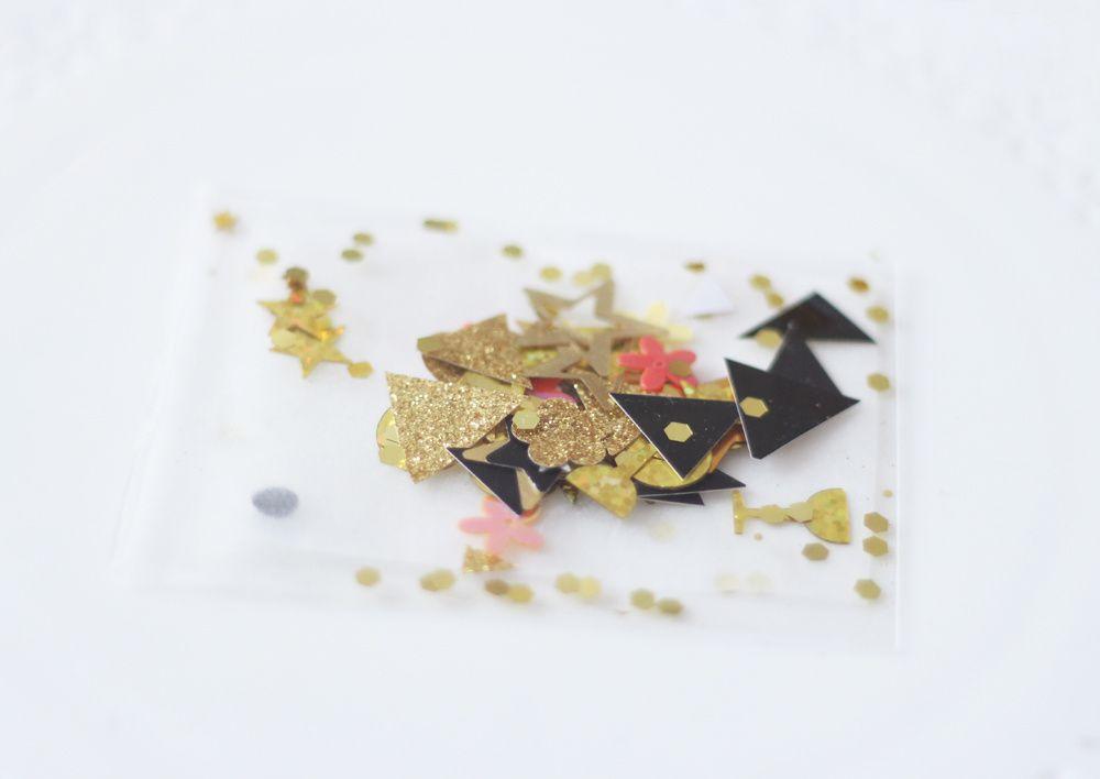 DIYs pour le réveillon de la Saint-Sylvestre en noir et or : centre de table 'an 2017' mason ball, bar et pochette cadeau confettis, ballons confettis &amp&#x3B; bar à confiseries