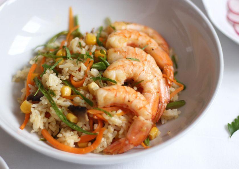 Riz 'frit' ou 'frire' aux légumes &amp&#x3B; crevettes