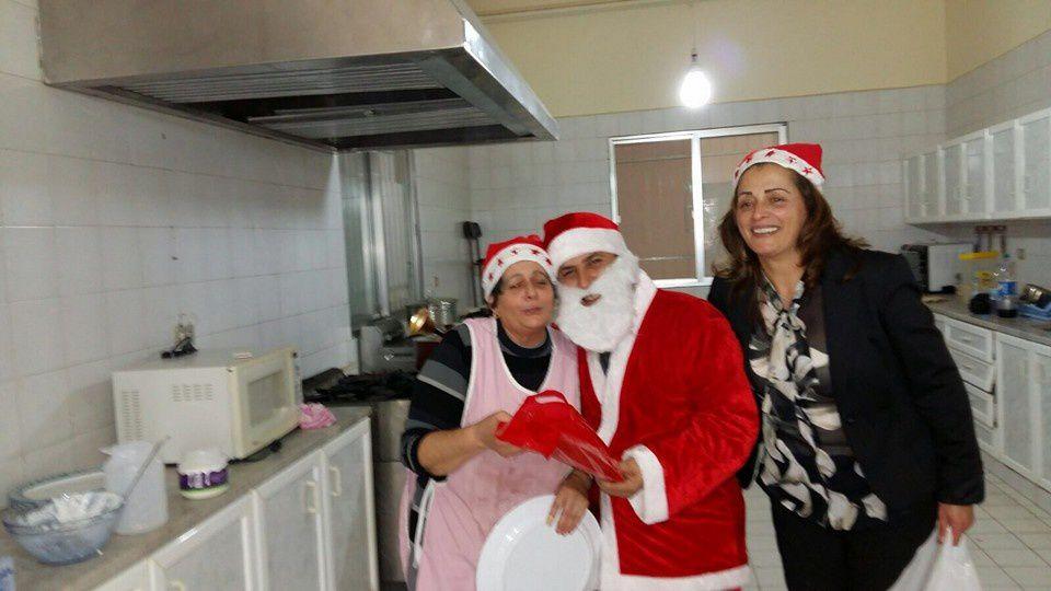 LIBAN : A Medjlaya, les Pères Lazaristes et les vincentiens accueillent les pauvres des alentours pour partager la joie de Noël...