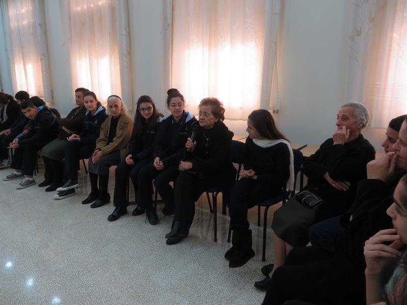 LIBAN : Acte de partage pour Noël des enfants de l'Ecole Secondaire Des Filles de la Charité-Achrafieh