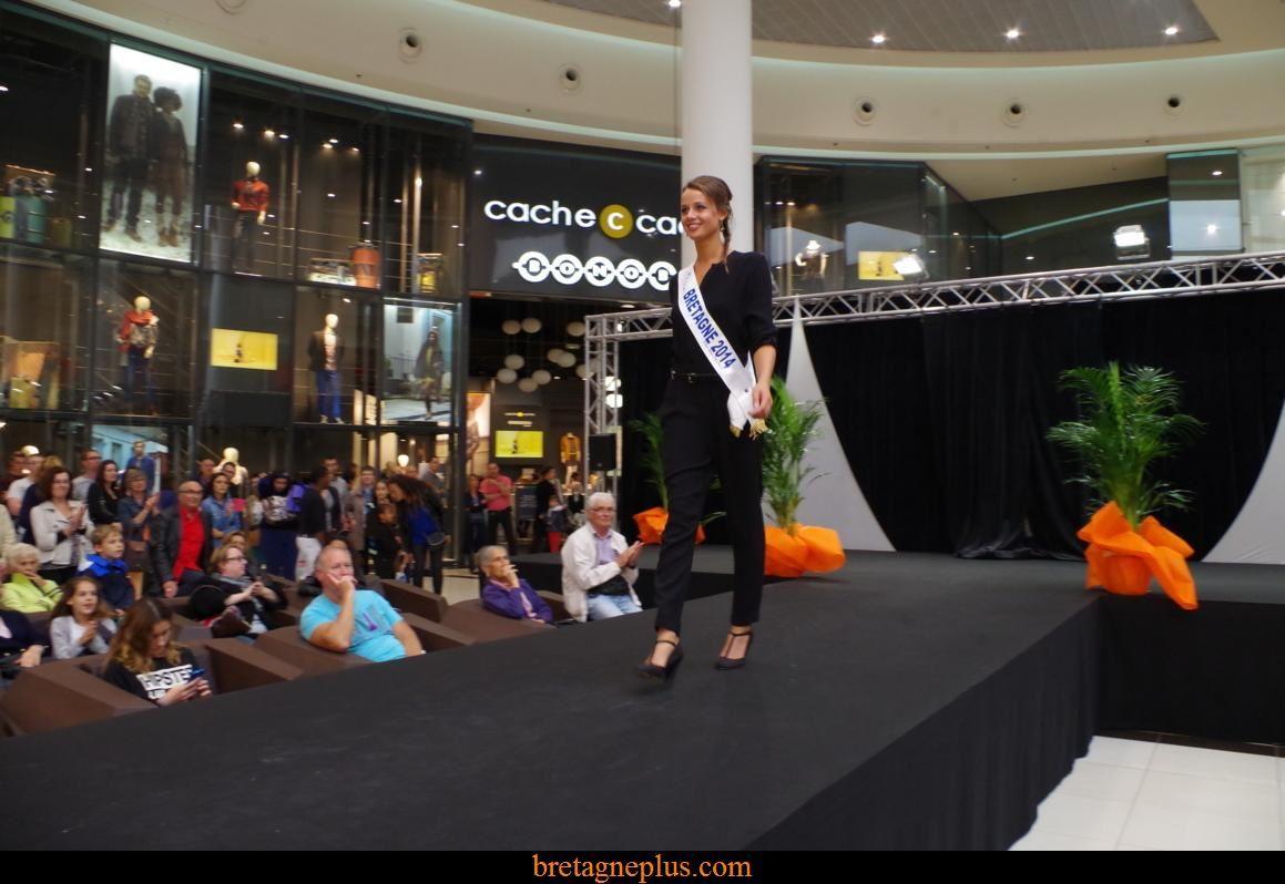 Miss Bretagne 2014 au défilé des commerçants du centre Leclerc St Grégoire