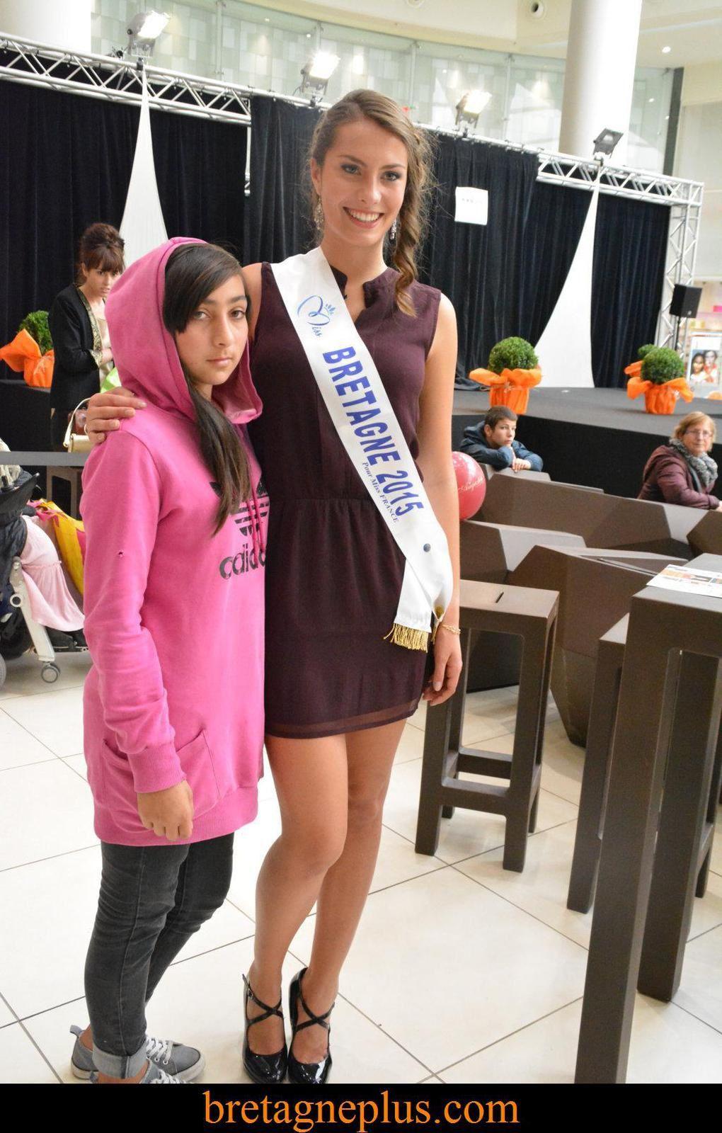 Miss Bretagne 2015 au Défilé des commerçants de Saint Grégoire, Le Centre