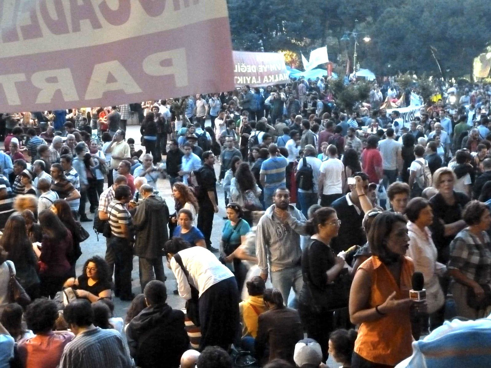 Taksim, vendredi 14 juin 2013 au soir. Photo E.C.