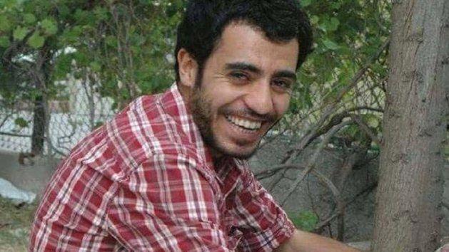 Yunus Emre Sen, étudiant à l'Université de Van http://www.olaymedya.com/Haber/suruc-taki-patlamada-vanli-universite-ogrencisi-de-oldu_1437473017.html