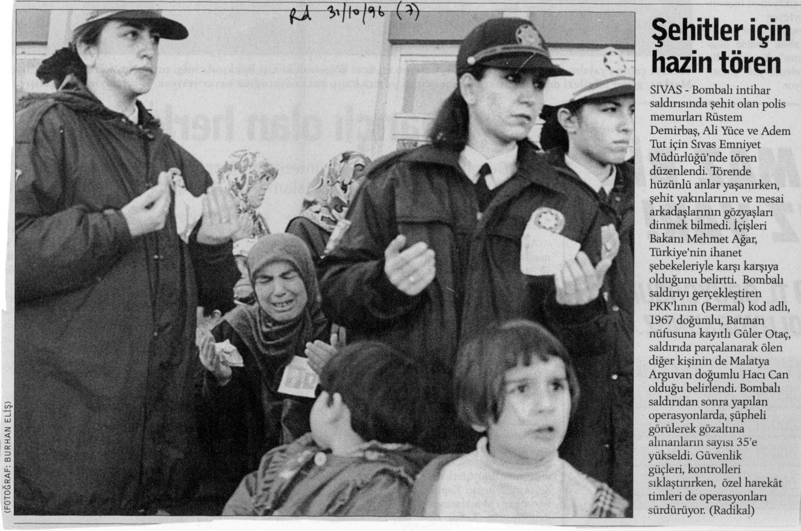 Obsèques d'un policier près de Sivas. Radikal, 31 octobre 1996. Cliché Burhan Elis